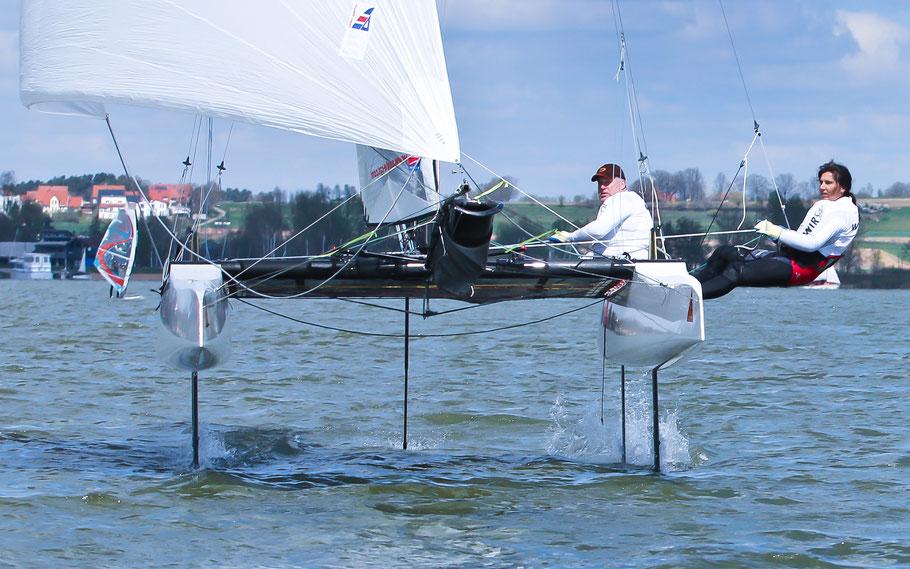 Der EAGLE 20HF mit einem großen Code Zero steigt schon bei niedrigen Windgeschindigkeiten auf die Flügel. (Team Gäbler)