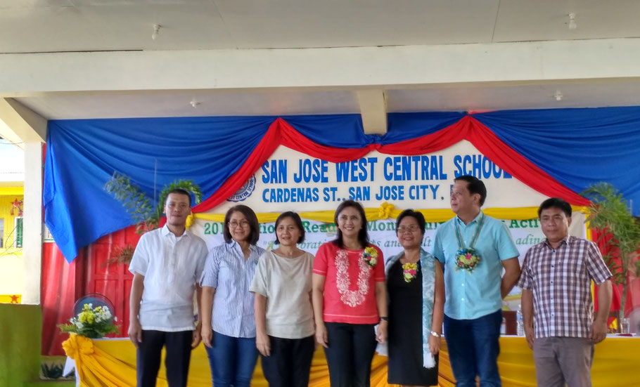 from left to right; Principal Christian Halili, Former Mayor Marivic Belena, Former Mayor Baby Congco, Vice President Leni Robredo, School Division Superintendent Teresa Mababa, Mayor Mario Salvador, and Former Mayor Tante Gerdan