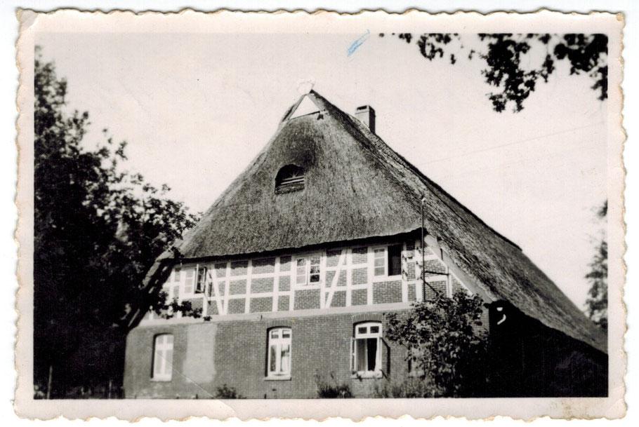 Emsen Haupthaus Hof van Gunst erbaut 1841 / durch eine Luftmiene am 3. August 1943 zerstört