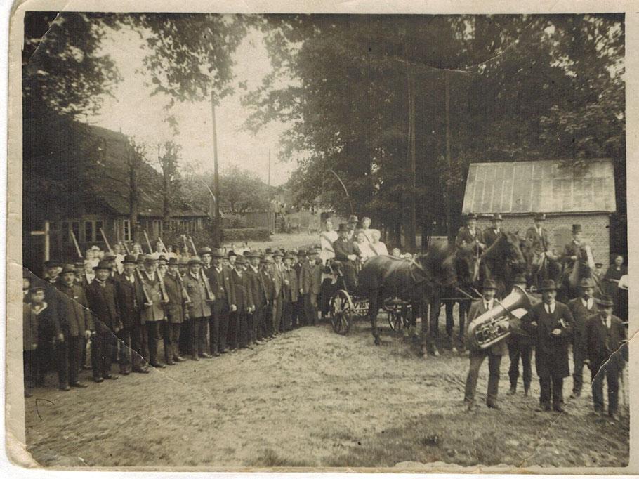 Langenrehm Dorfplatz / links im Bild die alte Stellmacherei Peters