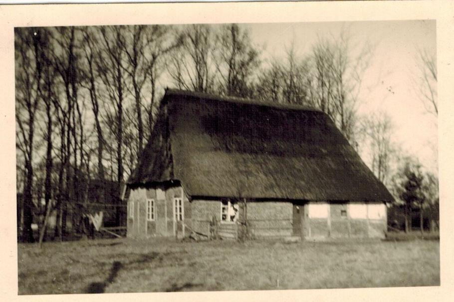 Hof Schulz Häuslingshaus erbaut 1798 von Jakobs Peters / renoviert 2013 durch Uwe Gundlach und Martina Schulz / Langenrehmer Dorfstraße 14