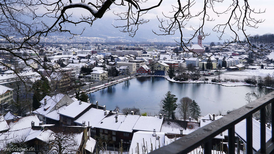 Blick vom Schloss auf Buchs mit dem Werdenberger See und das Rheintal