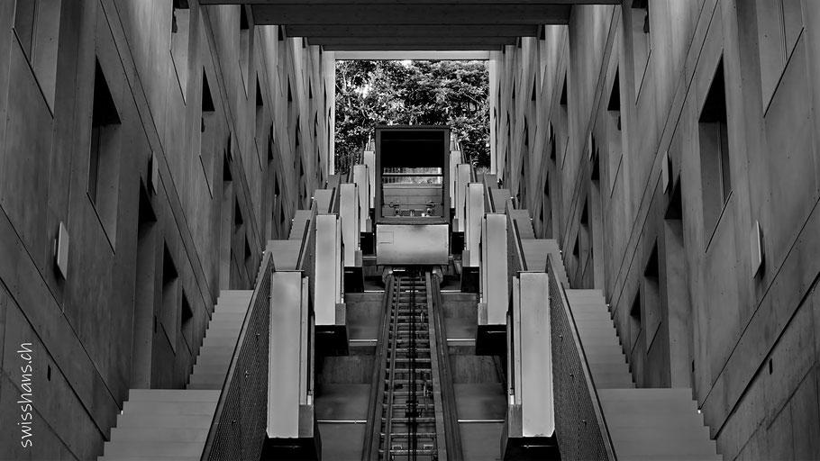 Treppenhaus mit Lift für die Terrassenwohnungen an der Mühlenerstrasse in Rebstein