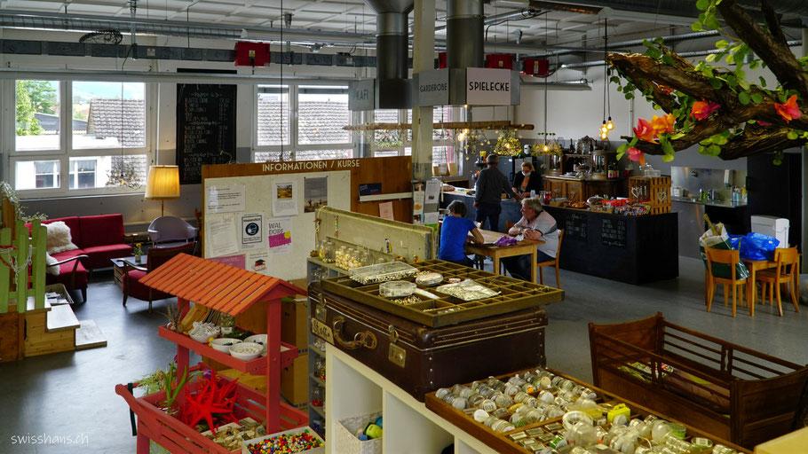 Blick in die Kreativhalle Setzkaschte mit gemütlichen Setzchaschte-Kafi