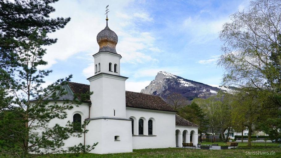 Kapelle Maria Hilf im Ortsteil Mäls von Balzers mit Gonzen im Hintergrund