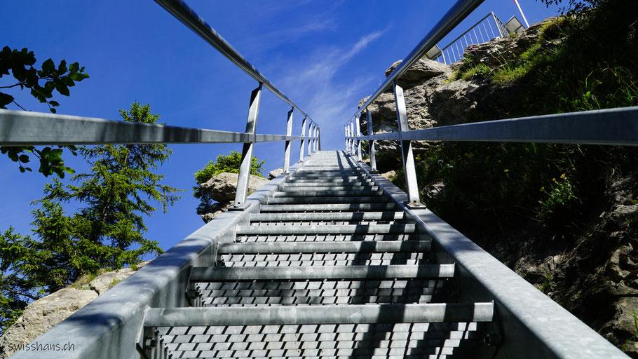 Treppe zur Aussichtsplattform auf dem Pizalun bei St. Margrethenberg oberhalb Pfäffers.