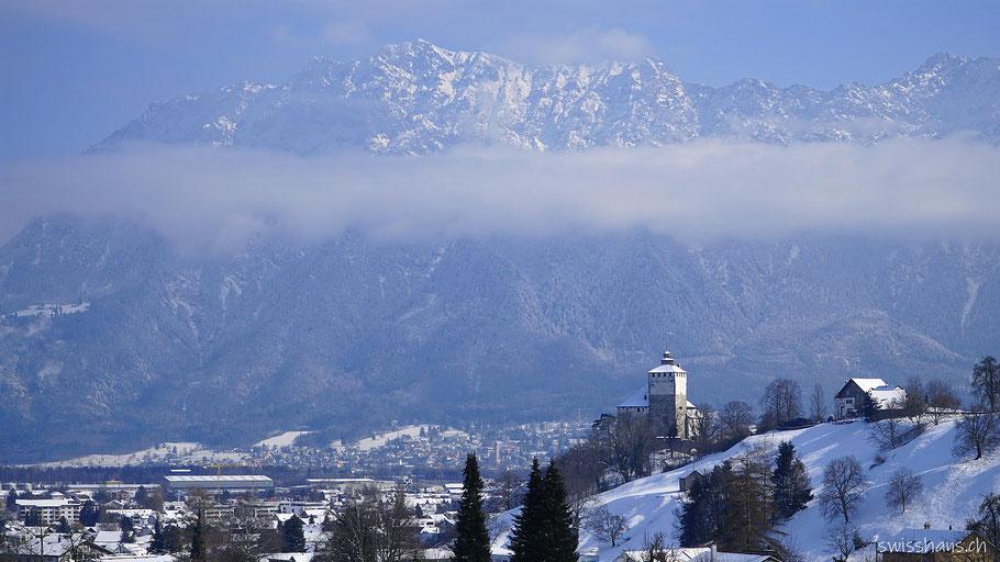 Berge von Lichtenstein mit Buchs und dem Schloss Werdenberg