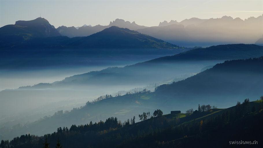 Blick von St. Anton auf die Nebellandschaft Rheintal