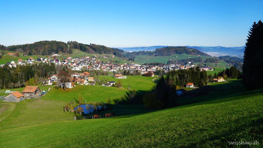 Landschaft von Oberegg mit Dorf Oberegg