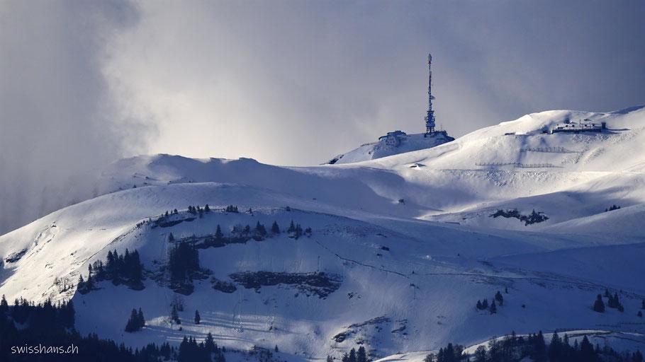 Winterlandschaft mit Kamor und Hoher Kasten mit Antenne