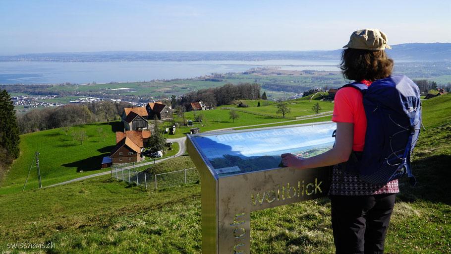 Aussichtspunkt auf dem Witzweg mit Blick auf den Bodensee
