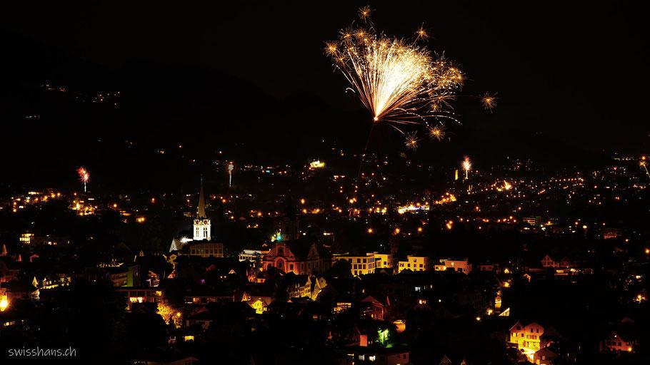 Die Stadt Altstätten bei Nacht mit Feuerwerk