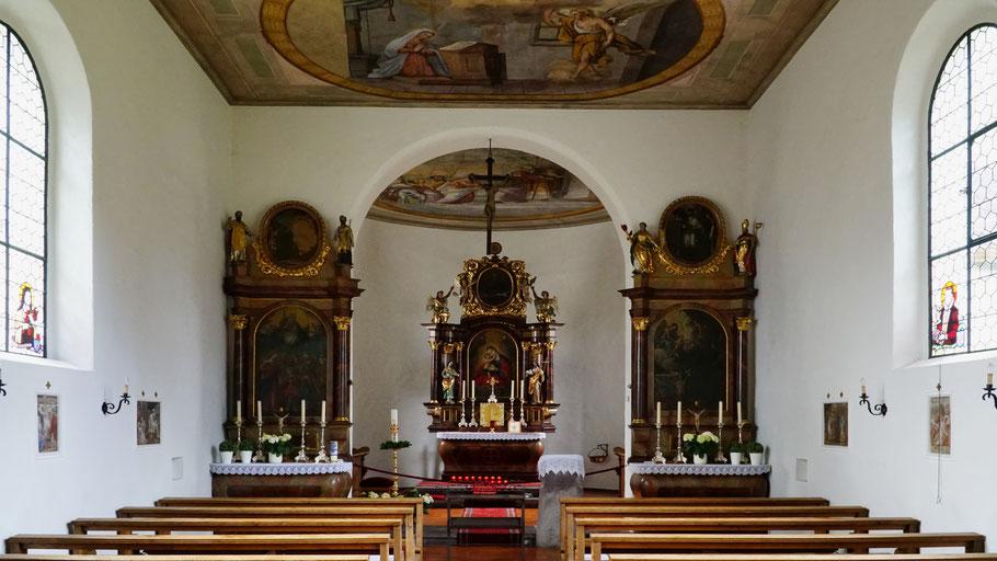 Innenansicht der barocken Kapelle Maria Hilf im Ortsteil Mäls von Balzers.