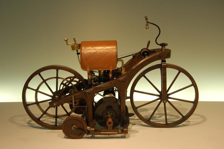 © Autor: Wladyslaw - Bildbeschreibung: Daimler Reitwagen aus dem Jahr 1885