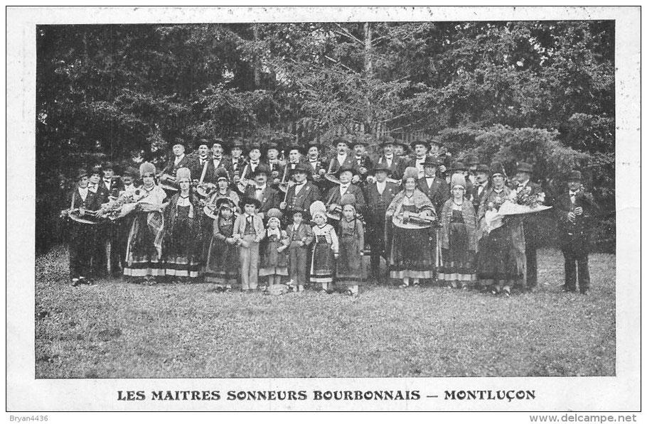 Les Maîtres Sonneurs Bourbonnais Groupe du Père MALOCHET, composé d'illustre sonneurs (Les frères GUILLEMAIN, Gaston RIVIERE, Tonin PACOURET, Jules AUBOUET).
