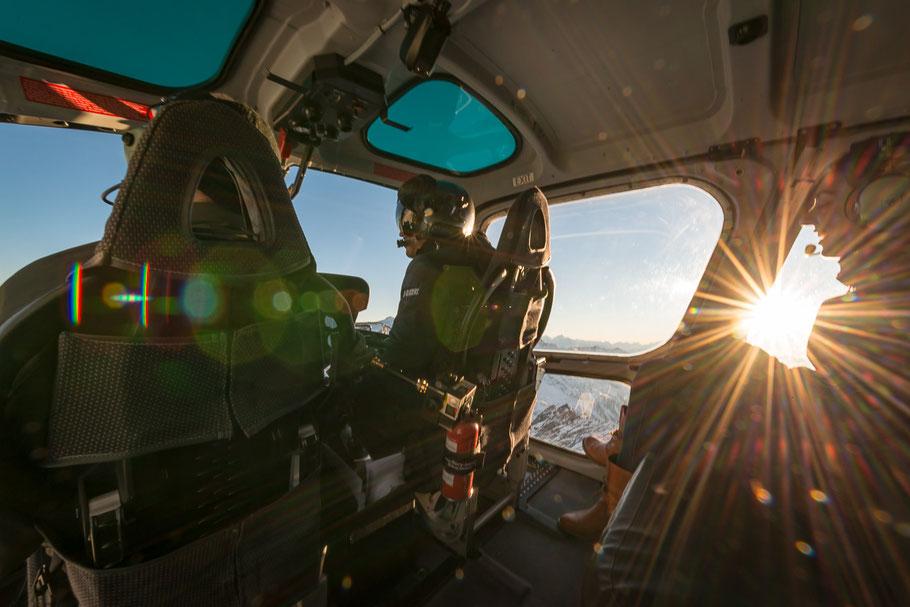 Nach Tauglichkeitszeugnis, ein paar Flugstunden und den Theorie Fächern können Sie schon bald einen Helikopter selber steuern!