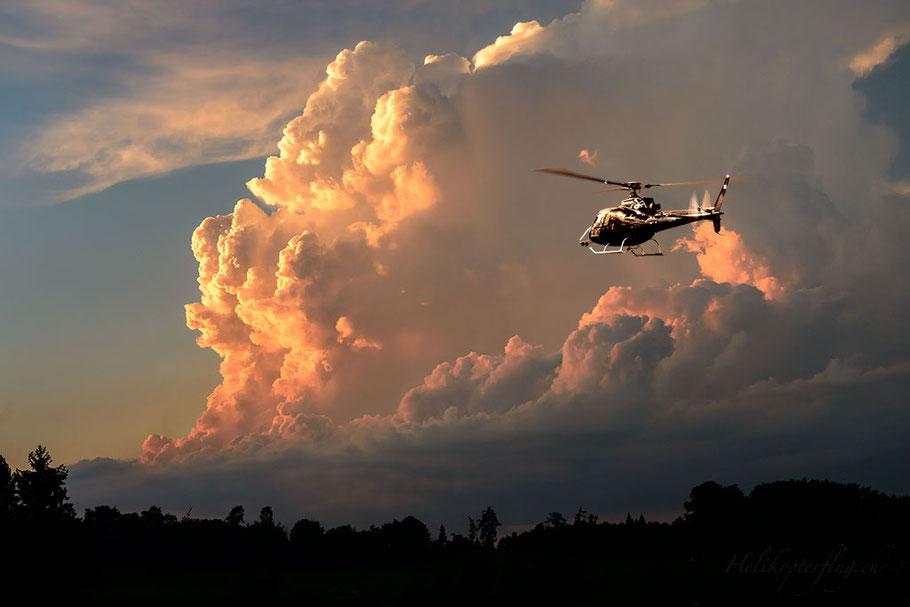 Wolkenbilder bestätigen dem Helikopterpilot seine künstlerische Ader.