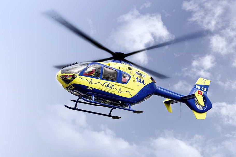 """Rettungshelikopter """"Lions 1"""" vom Birrfeld vor Ort"""