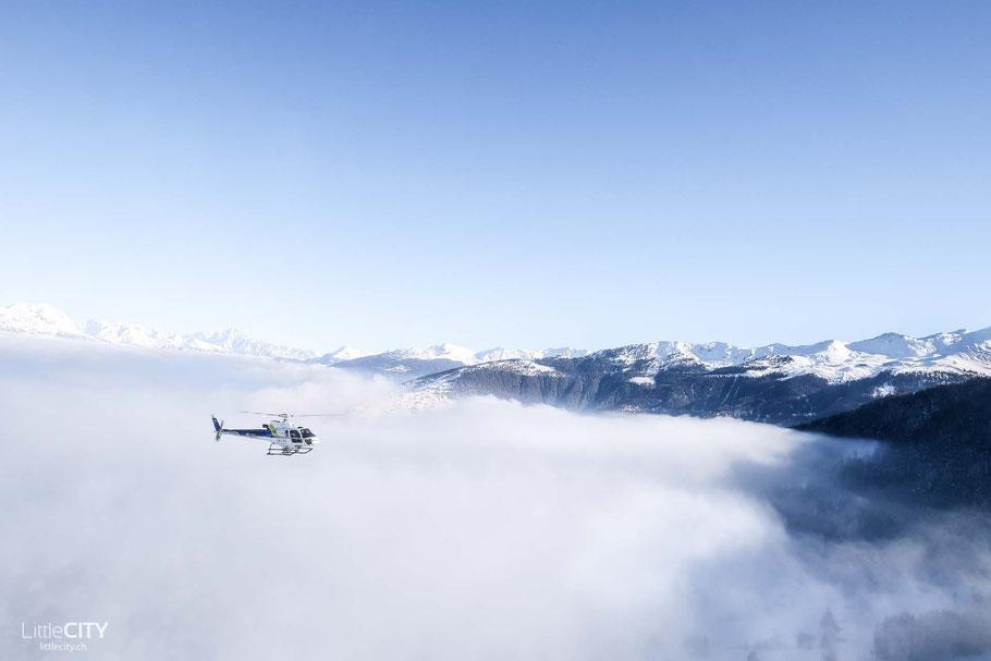 Über den Wolken mit dem Helikopter