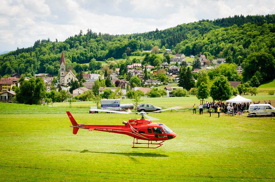 Helikopterstart ab dem Landeplatz Wohlenschwil
