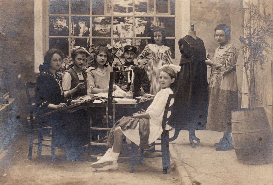l'atelier de couture de Thérèse DAVID (Arch. Chabot-Péron)