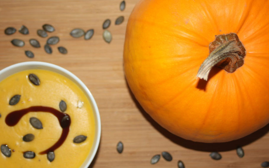 Bild: mentalLOVE Blogparade das beste Kochrezept zum Verlieben - dieKleingärtner - Kürbiscremesuppe