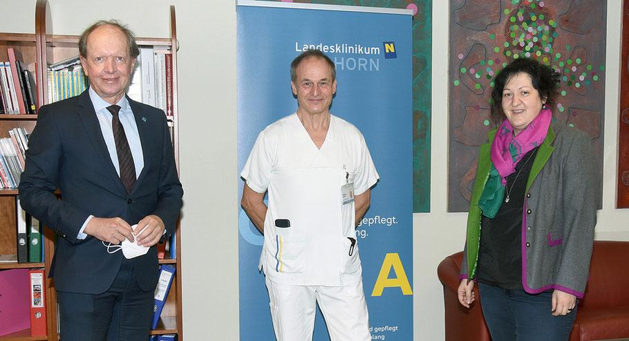 Andreas Reifschneider (Geschäftsführer Gesundheit Waldviertel GmbH), Wolfgang Leitner (Stellvertreter der Pflegedirektorin), Elisabeth Klang (Pflegedirektorin LK Horn-Allentsteig, v. li.)