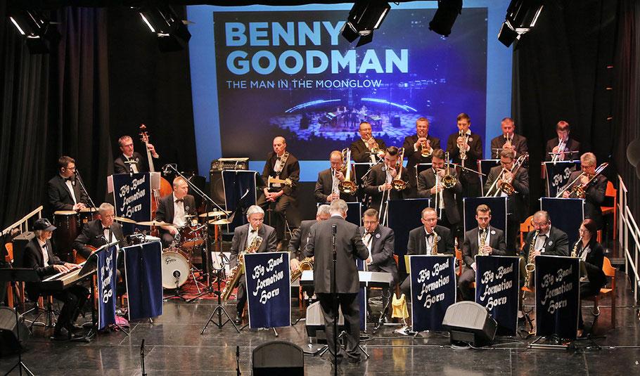 BigBandFormationHorn bei einem ihrer Auftritte im Vereinshaus Horn