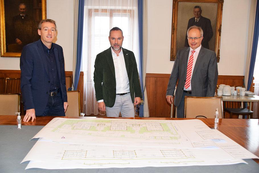 LAbg. Bgm. Jürgen Maier, Architekt DI Gottfried Markom und Primar Martin Breitenseher (v. li.)