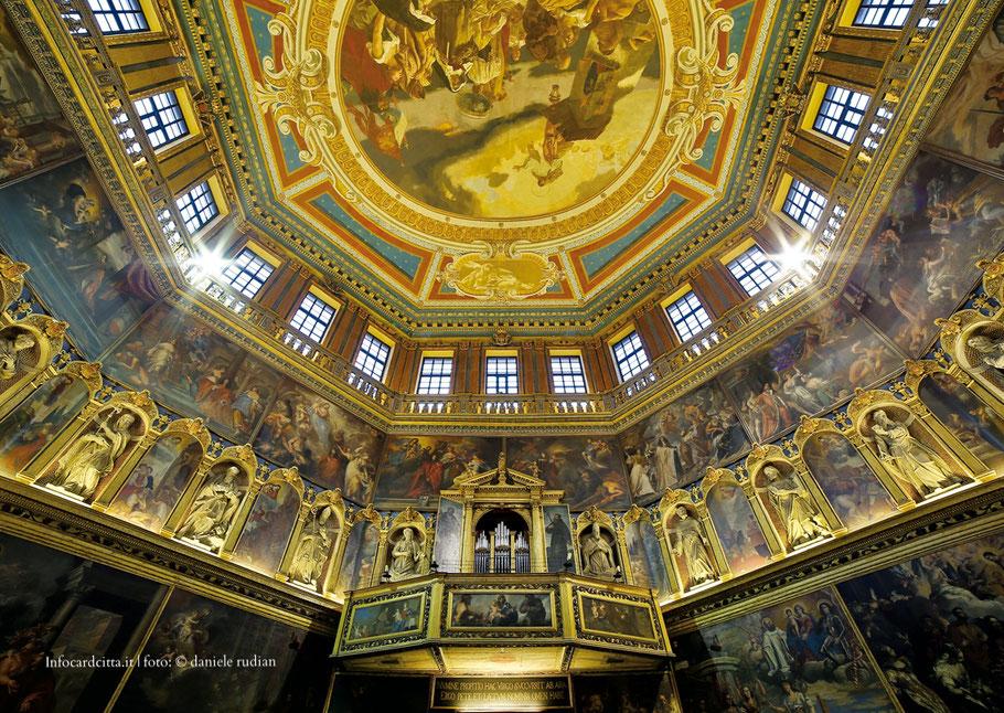 veduta del soffitto affrescato del Tempio della Rotonda
