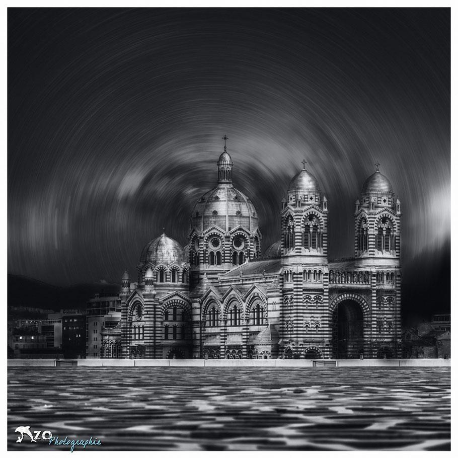 Cathédrale sainte majore sous une nuit étoilée à Marseille
