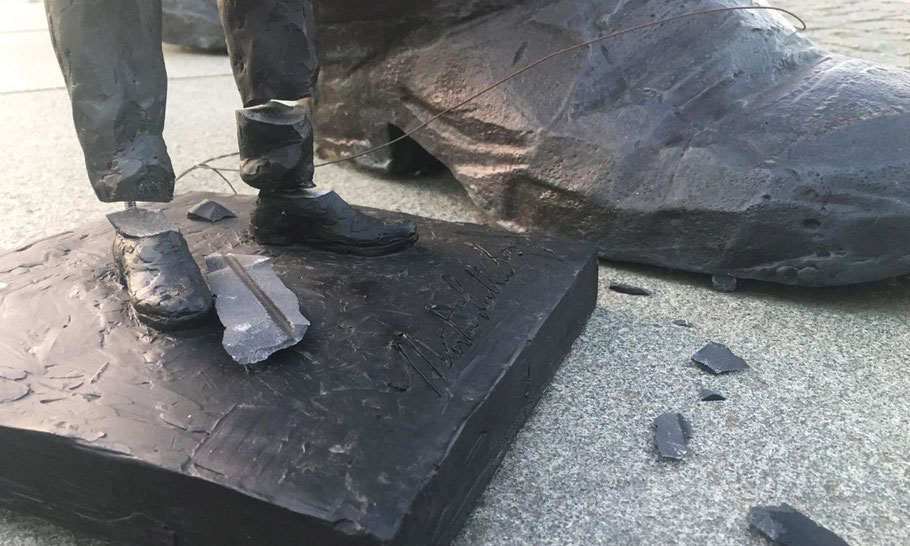 Knocked off his feet, after  three months standing tall, next to the Nelson Mandela statue in The Hague.