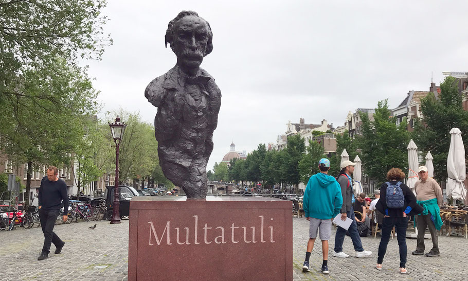 Torensluis, statue of Multatuli by Hans Bayens (1987)