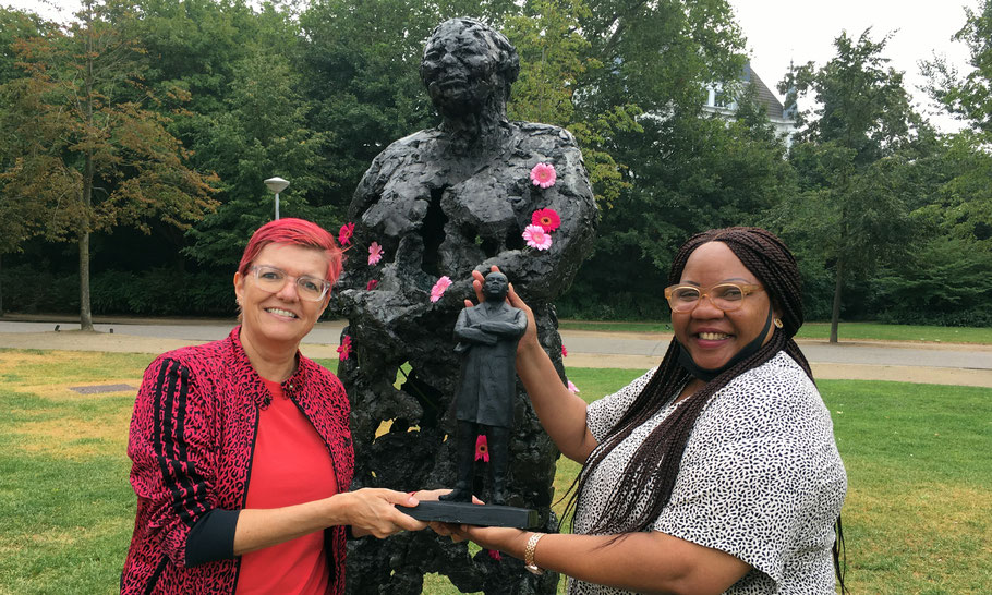 In August 2020, Dichèla Imperator of Friends of Kerwin Foundation received the MLK statue that stood next to Mama Baranka in 2018