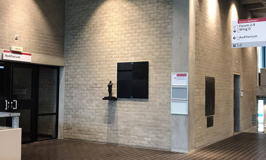 Remembrance sign of the honorary doctorate, and MLK statue, next to the Auditorium, 3rd floor