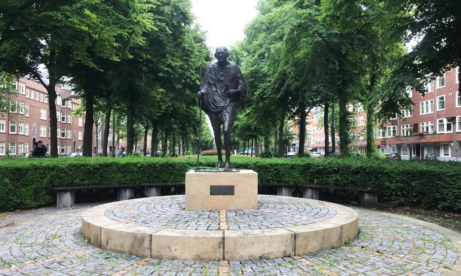 Churchilllaan, Gandhi monument by Karel Gomes (1990)