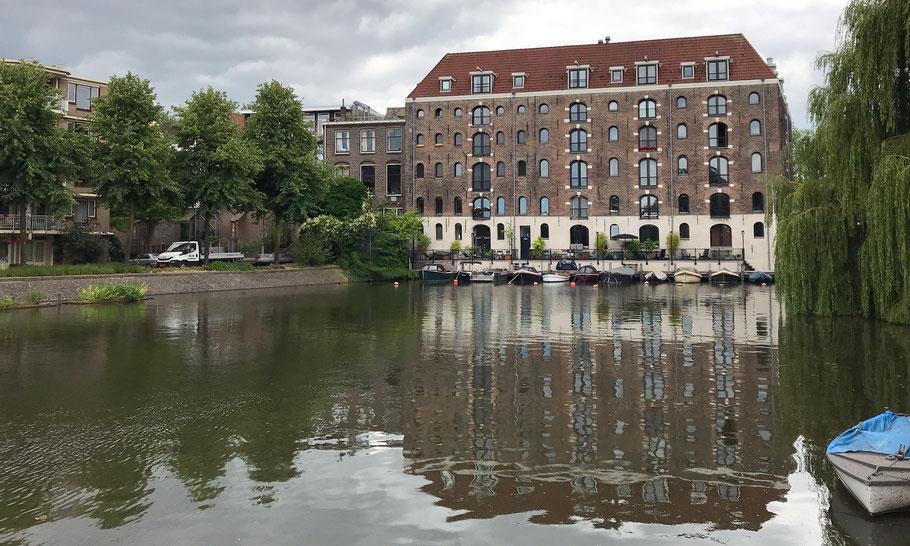 Location of wharf De Eendracht, Kattenburgerkade/Bijltjespad, where slave ship Leusden was built in 1719