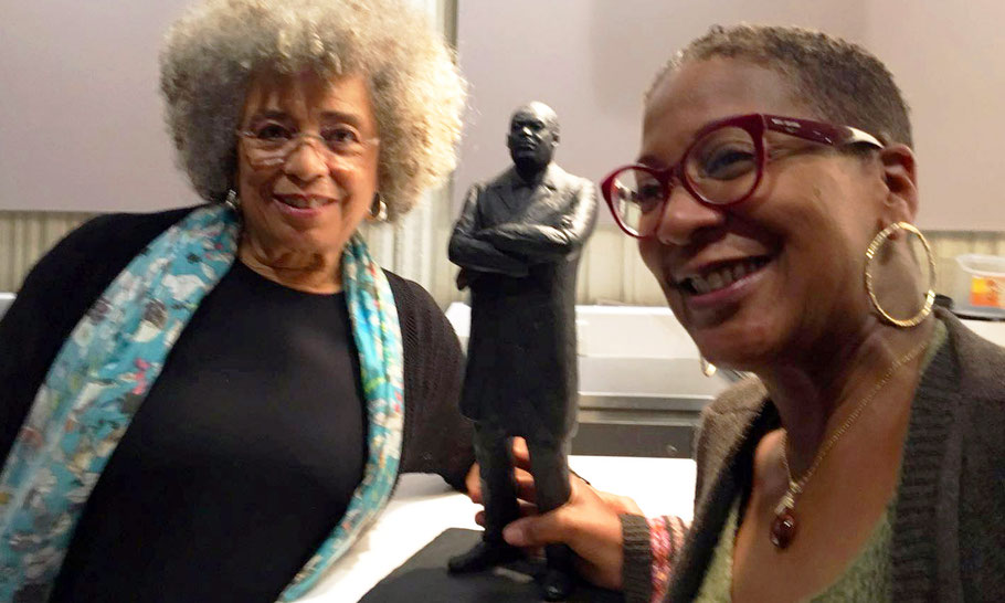Jennifer Tosch handing over the Martin Luther King statue to Angela Davis, May 13, 2018