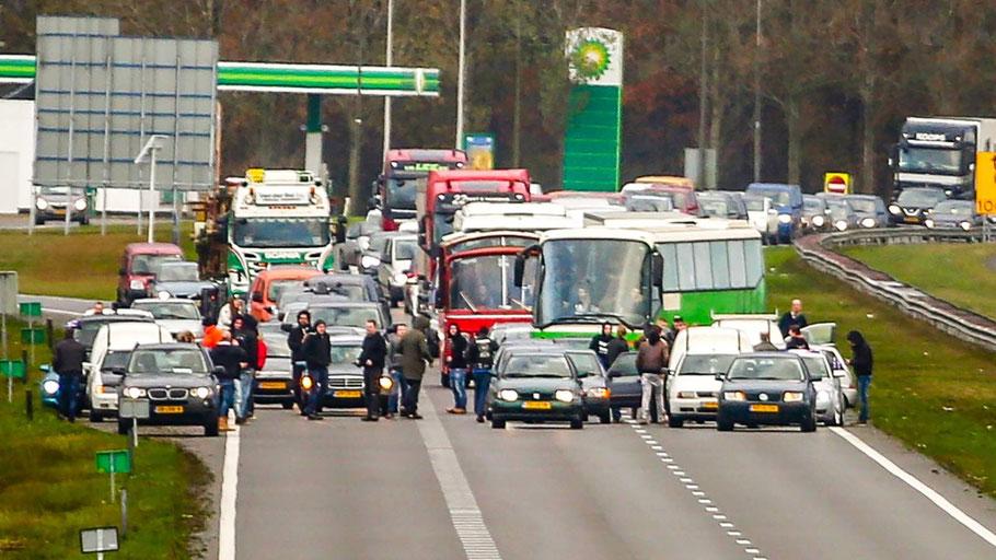 The highway blockade by the #blokkeerfriezen