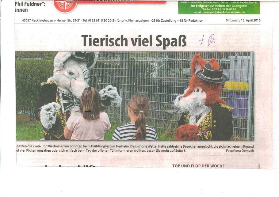 """Alt:""""Nero und Rotanes die Fursuiter aus dem Ruhrgebiet auf dem Titelblatt der Zeitung """"Lokalkompass Recklinghausen"""" auf dem Bild sind die Ruhrpottfurries mit zwei Kindern zusehen, der Titel des Artikels ist Tierisch viel Spaß, Tierheim Recklinghausen"""""""