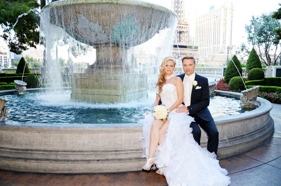 Fototour mit Hochzeitpaar und  Fotografen durch Las Vegas fängt alle Eindrücke für immer ein