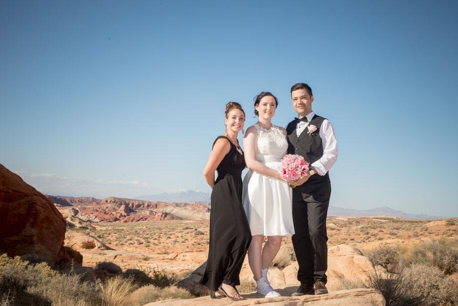 Deutschsprachige Las Vegas Standesbeamtin Janine Parrish bei einer Helikopterhochzeit im Grand Canyon