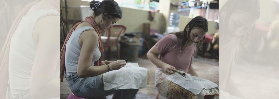 Myrthe (left) & Romée (right) making Batik