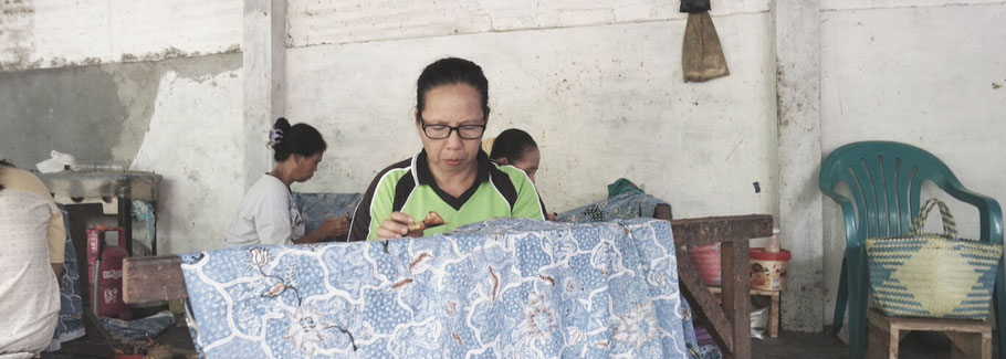 Batikmaker of Batik Tulis