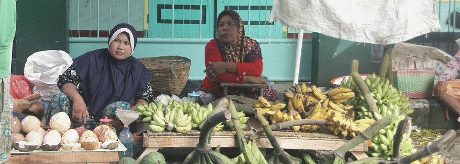 Women on a local market in Indonesia.