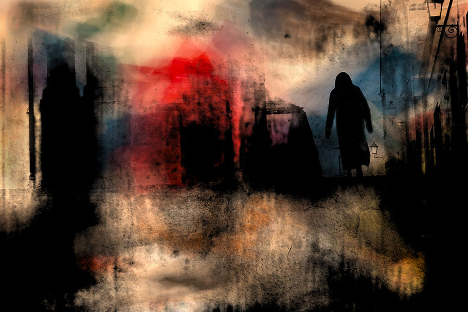 Kreativ, abstrakte Fotomontage. Gespenstische schwarze Gestalt durchschreitet zerstörtes brennendes Umfeld.