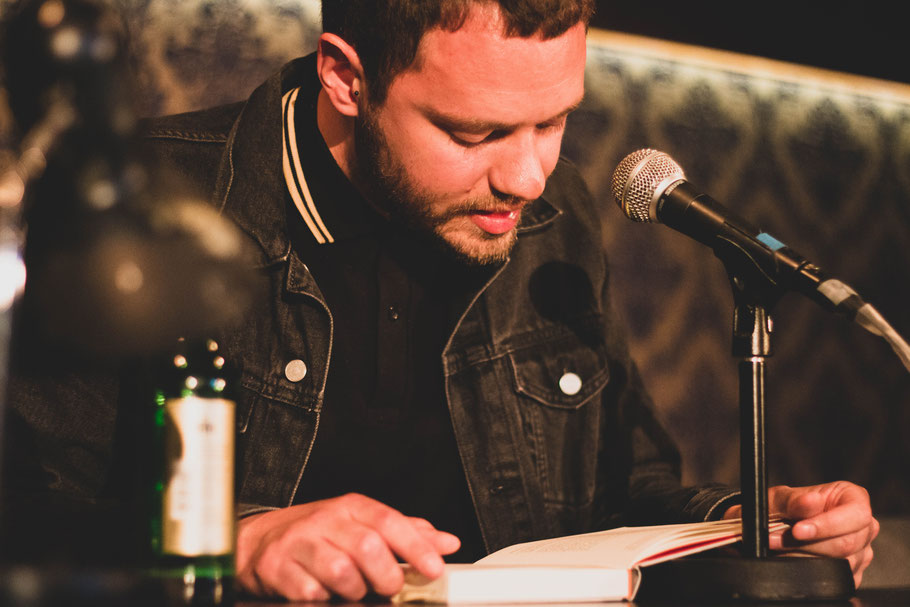 author Philipp Böhm reading his work