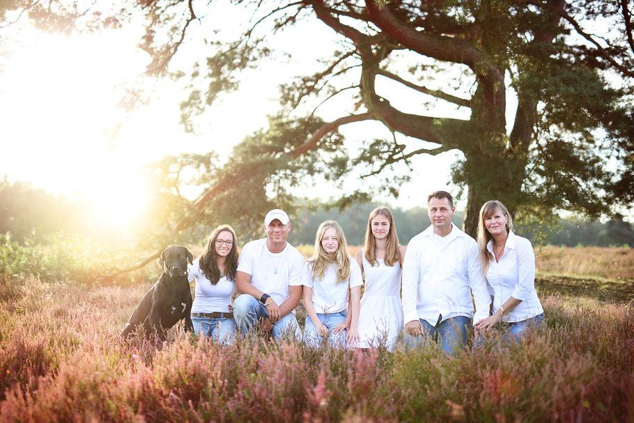 Familienshooting_Heide_Family_Hund_Familienportrait_Fotografin Julia Neubauer