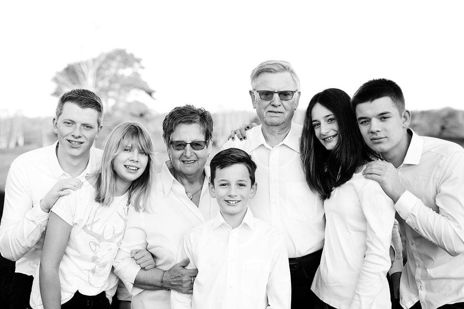 Familie_Fotoshooting_draußen_Recklinghausen_Fotografin_Julia Neubauer