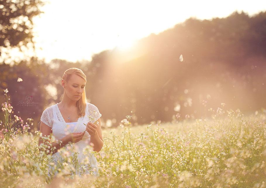 outdoor, Blumenwiese, Julia Neubauer Fotografie, Gegenlicht